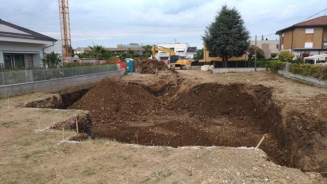 lo scavo per il piano interrato della villa