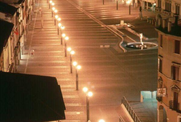 Piazza Ferretto vista dalla torre civica - immagine notturna