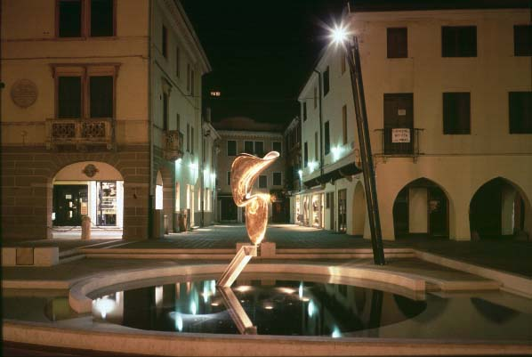 La scultura di Alberto Viani - immagine notturna